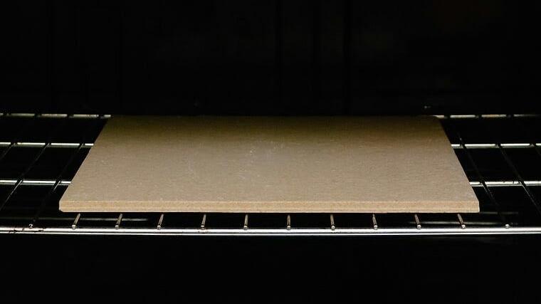 Como limpar uma pedra refratária do forno de assar pizza