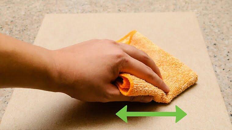 Como limpar uma pedra refratária do forno com pano úmido