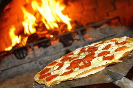 Quanto tempo leva para assar uma pizza