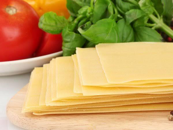 Quais os queijos da pizza de quatro queijos