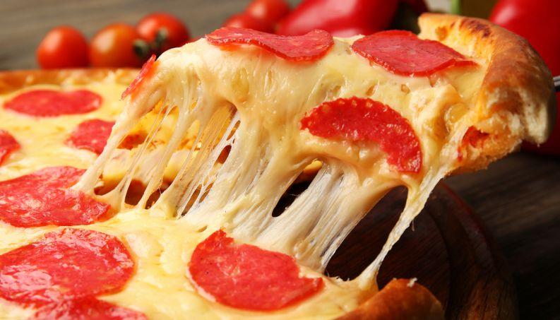 Confira a quantidade de calorias de uma pizza