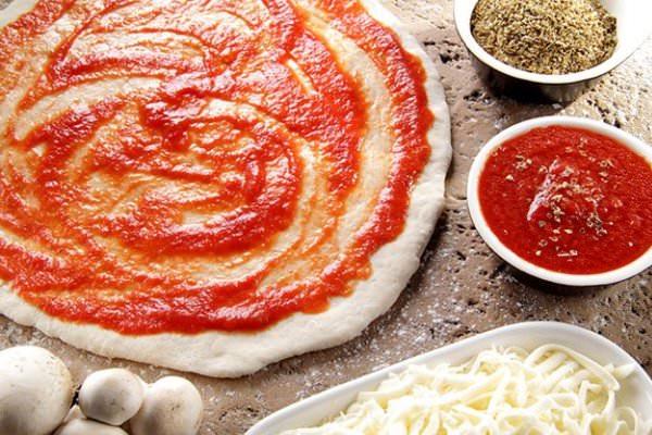 Como fazer pizza com borda falsa